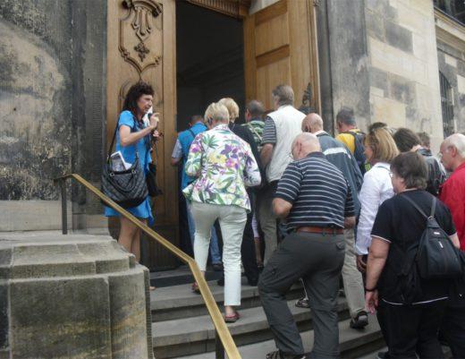 Innenbesichtigung Frauenkirche während der Stadtführung Dresden - Frauenkirche Eingangstür D