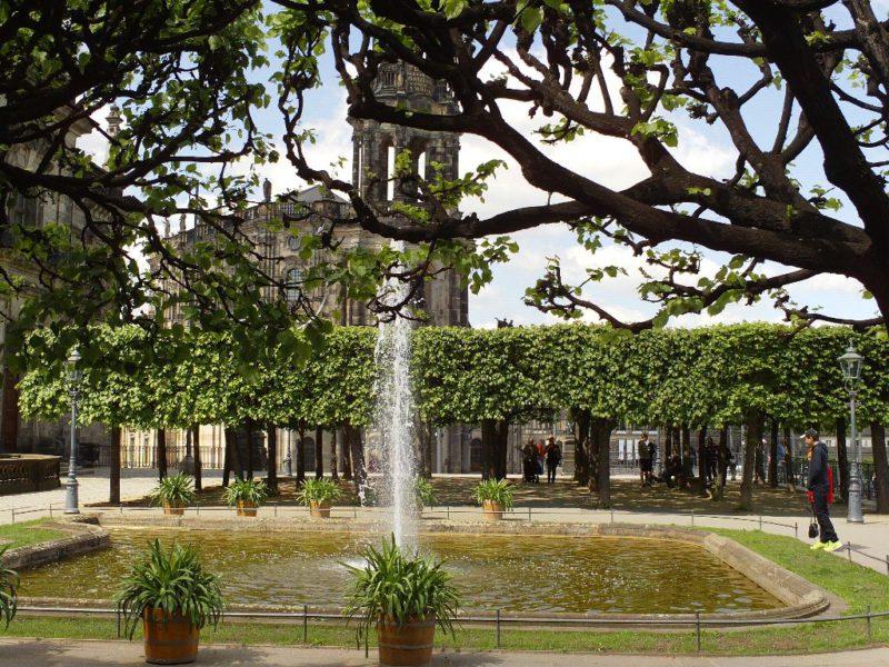 Brühlsche Terasse - Blick auf die Katholische Kirche