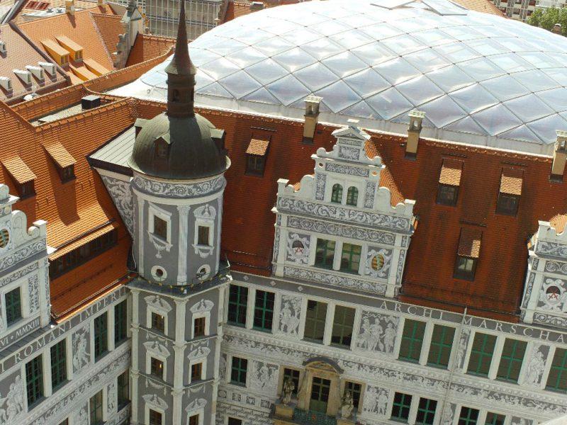 Sgraffitomalerei im großen Schlosshof und Dach kleiner Schlosshof