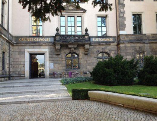 Residenzschloss: Eingang Taschenbergpalais