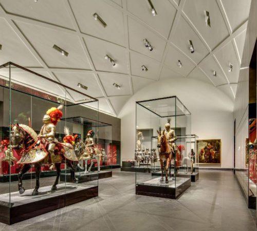 Prunkharnische, Blick in den Riesensaal im Residenzschloss Dresden