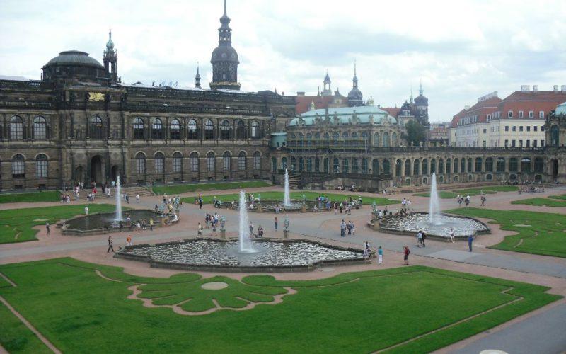 Zwinger Dresden - Blick auf Semperbau