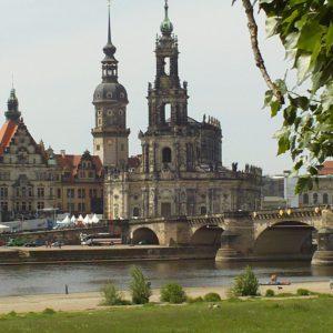 Altastad Dresden - Blick auf die Katholische Hofkirche  und Hausmannsturm vom Residenzschloss Dresden
