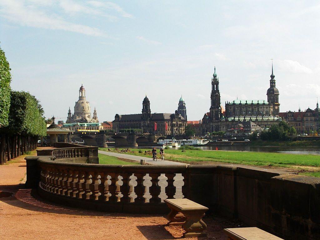 Dresden Elbsilhouette mit Frauenkirche - Canaletto Blick