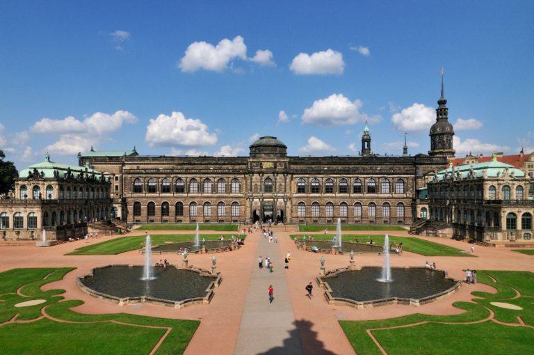 Zwingerhof Dresden mit dem Semperbau