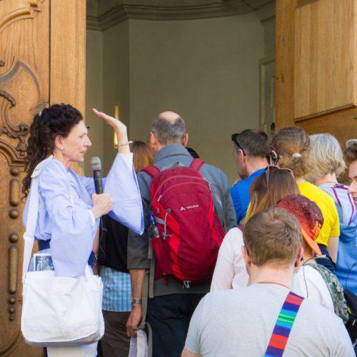 Frauenkirche von Innen besichtigen während der Stadtführung - Gästeführerin Frau Dagmar Renger