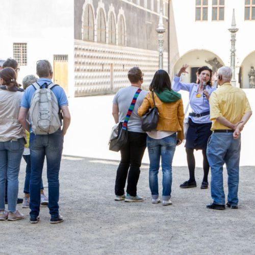 bei der Stadtführung Glanzlichter Dresdens im Stallhof