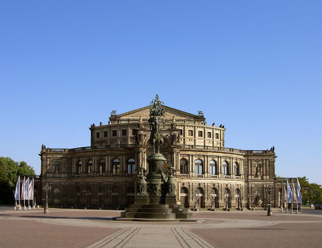 Dresdner Semperoper und König Johann Denkmal
